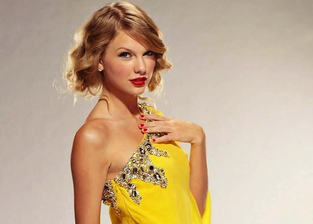 Beautiful Blue Eyes of Taylor Swift (11060)