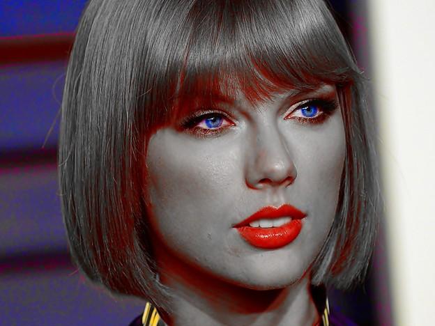 Beautiful Blue Eyes of Taylor Swift (11063)