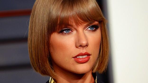 Photos: Beautiful Blue Eyes of Taylor Swift (11064)