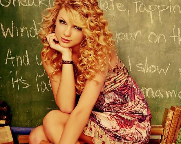 Photos: Beautiful Blue Eyes of Taylor Swift (11065)