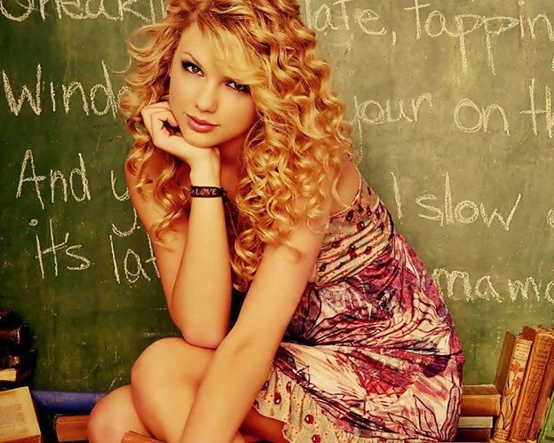 Beautiful Blue Eyes of Taylor Swift (11065)