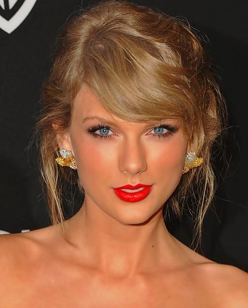 Beautiful Blue Eyes of Taylor Swift (11070)