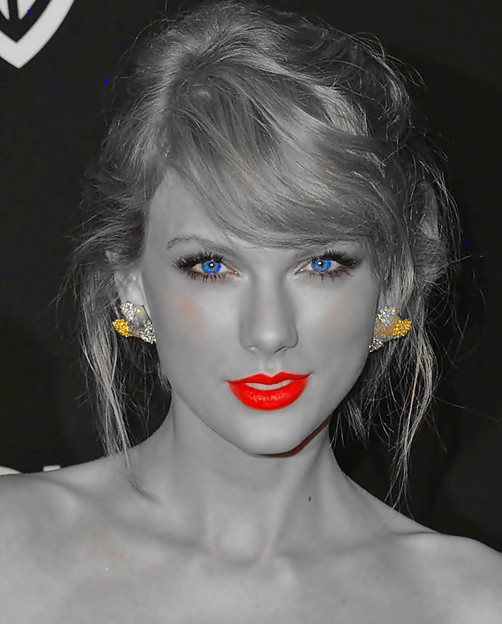 Beautiful Blue Eyes of Taylor Swift (11071)