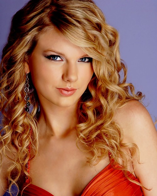 Beautiful Blue Eyes of Taylor Swift (11074)