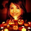 Photos: Selena Gomez's Halloween(10004)
