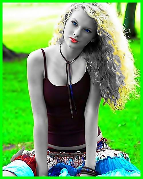 Beautiful Blue Eyes of Taylor Swift(11099)