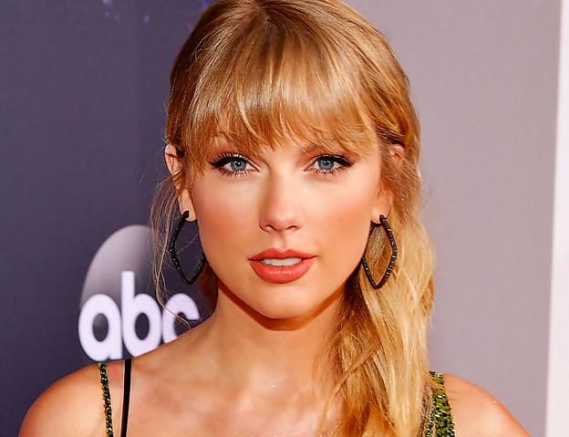 Beautiful Blue Eyes of Taylor Swift(11113)