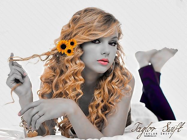 Beautiful Blue Eyes of Taylor Swift(11119)