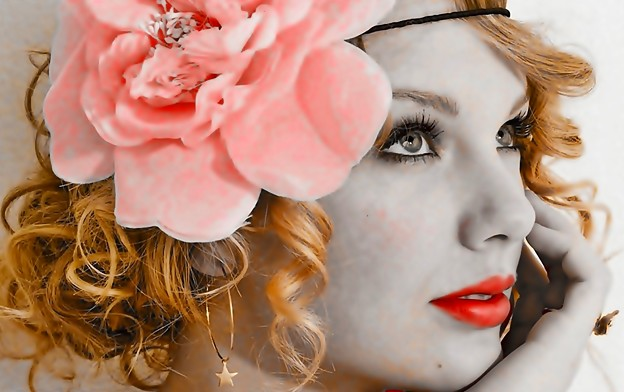Beautiful Blue Eyes of Taylor Swift(11120)