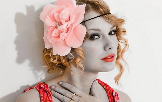 Beautiful Blue Eyes of Taylor Swift(11122)