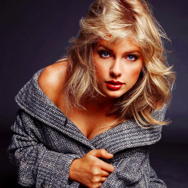 Beautiful Blue Eyes of Taylor Swift(11134)