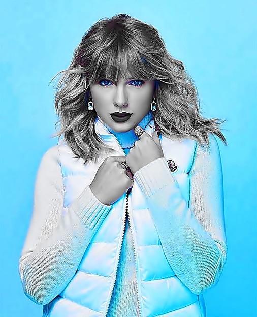 Beautiful Blue Eyes of Taylor Swift(11136)