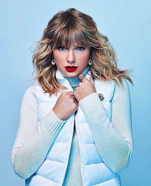 Beautiful Blue Eyes of Taylor Swift(11137)