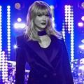 Beautiful Blue Eyes of Taylor Swift(11139)