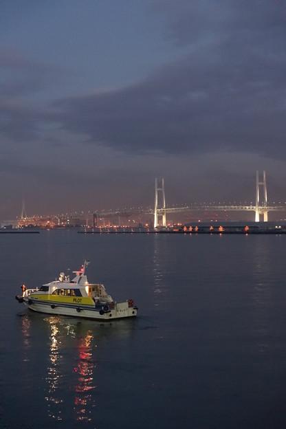 夕闇迫る横浜港