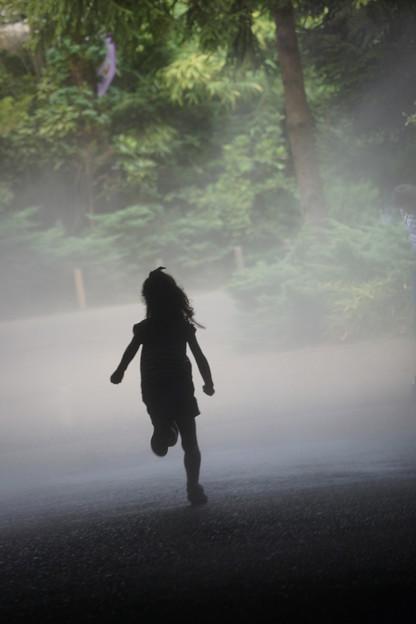 Photos: 走る少女