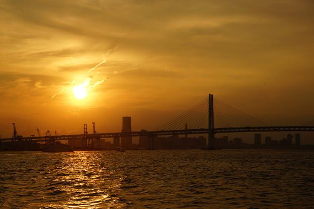 写真: 大黒ふ頭からの夕日