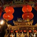 写真: 夜の関帝廟