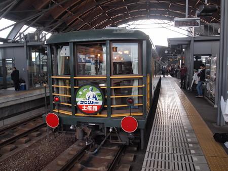 DE10サロンカー土佐路 土讃線高知駅07