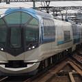 写真: 近鉄50000系しまかぜ 近鉄名古屋線八田駅