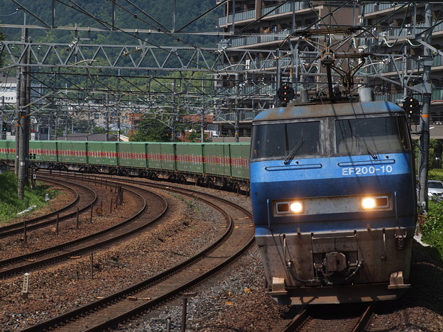 写真: EF200貨物  サントリーカーブ02