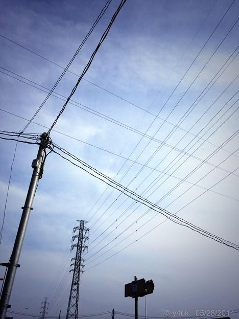 貴重な五月晴れ~電線と鉄塔へ