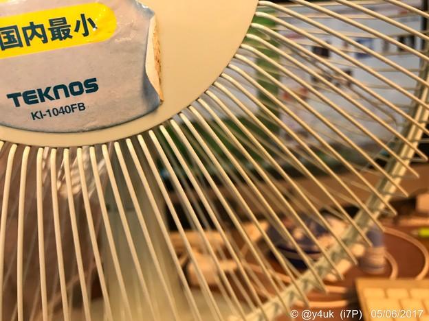 Photos: 扇風機越しのMac ~早すぎる33℃~春なのにぃ~
