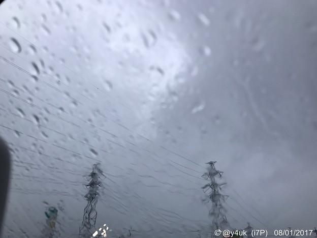 写真: 鉄塔も電線も心も歪む大雨 ~8.15それでも雨は黒くない