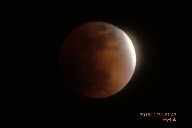 """21:47 """"皆既月食""""入り4分前~Super Blue Blood Moon~1/5秒手持ち1500mm"""