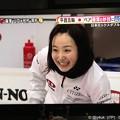 写真: 藤澤五月その雄叫びにも笑顔になってストーンを待つ(*^▽^*)プレーを楽しんでる天性の選手、平和なカーリング(*゚▽゚*)そだねー!