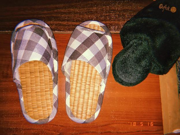 畳スリッパへ衣替え~冬モコモコは暑すぎて~5.16-17真夏日~急遽5月なのに昨年も使用しまっといたの掘り起こす~フィルム風(フラッシュON)