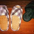 写真: 畳スリッパへ衣替え~冬モコモコは暑すぎて~5.16-17真夏日~急遽5月なのに昨年も使用しまっといたの掘り起こす~フィルム風(フラッシュON)