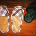 Photos: 畳スリッパへ衣替え~冬モコモコは暑すぎて~5.16-17真夏日~急遽5月なのに昨年も使用しまっといたの掘り起こす~フィルム風(フラッシュON)