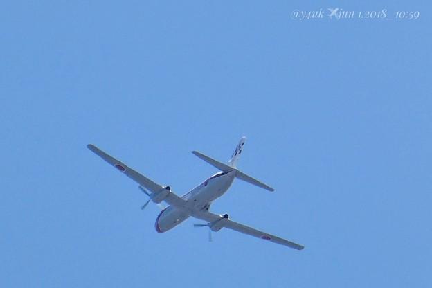 """6.1.2018_10:59 """"YS-11FC"""" 6.1am青空に航空自衛隊の飛行機ブーン![1500mm 60倍]6.5きょうも蒸し暑い中、飛行機の下、疲労の中いろいろ行った"""