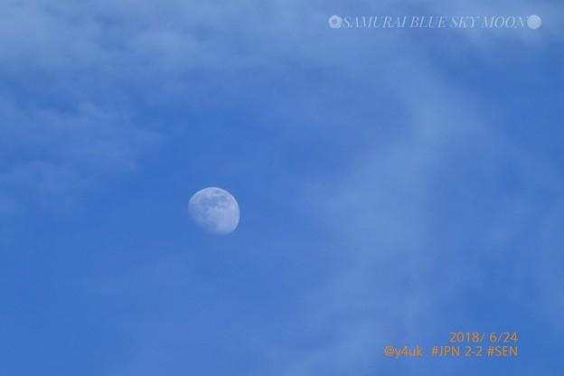 Photos: 17:58 SAMURAI BLUE SKY MOON ~勝利前の夕空、青空、雲、梅雨の晴れ間、浮かぶ月~28木今夜は、ストロベリームーンだけど23時~#POL 決勝Tへ過去最強日本代表!月を超えろ☆