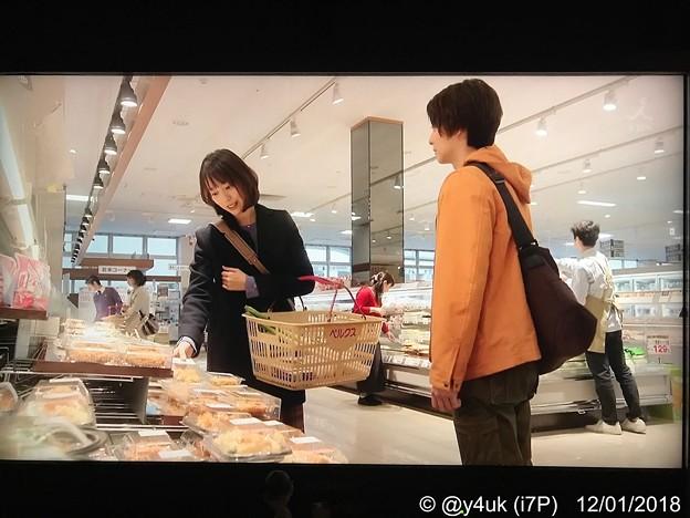 """8話:戸田恵梨香(尚)「料理はあまりできなくて…『お惣菜』の鯖の味噌煮を買う」女だからって料理できなくていい。自分は毎晩お惣菜だ。庶民的なベルクスでお惣菜買う素朴さに小さな幸せ。鯖は今大人気""""大恋愛"""""""
