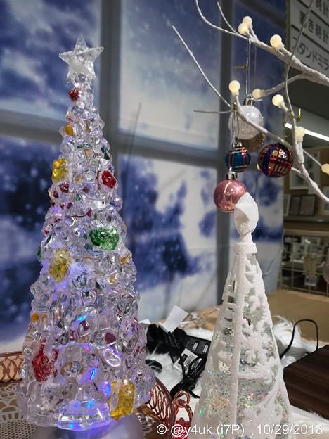 17:10Crystal Xmas Tree~旅先にてXmas雑貨みるだけでも小さな幸せ( ´ ▽ ` )こういうクリスマスツリーもあった。背景は雪景色でムーディ♪サンタは寒くないかな?旅は寒かったよ