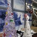 写真: 17:10Crystal Xmas Tree~旅先にてXmas雑貨みるだけでも小さな幸せ( ´ ▽ ` )こういうクリスマスツリーもあった。背景は雪景色でムーディ♪サンタは寒くないかな?旅は寒かったよ