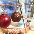 Photos: Xmas ball, your loving is Red or Gold?~オーナメントボール、赤と金色どっちが好きに入る?丸い地球サンタは貧しく純粋な笑顔の為Joy to the worldを願う