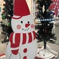 写真: 18:19Snowman with Xmas Tree x2~バケツお帽子被って赤でコーディネートお洒落スノーマントリオ!ツリー従えて歌います♪We wish a Merry Christmas