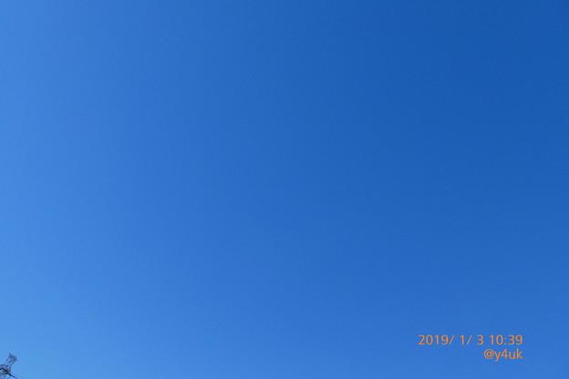 10:39_1.3三が日、全て乾燥快晴青空!グラデーション☆お正月らしいこと何も無い3日間。鉄塔と同じ孤独。BlueSkyに描く希望よ。音楽三昧、紅白レコ大第九ニューイヤーオーケストラウィーンフィル♪