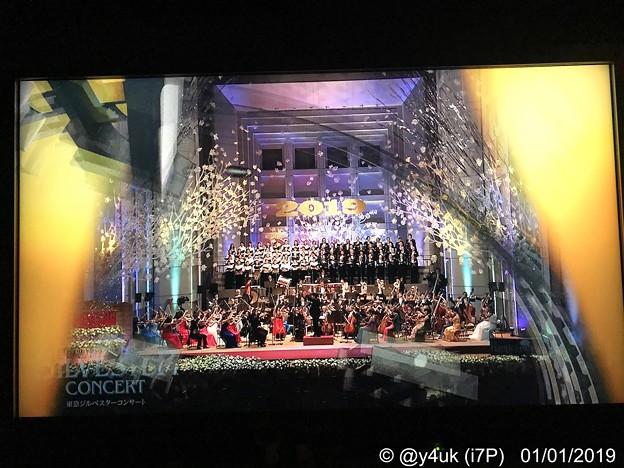 """0:00Just End!テレ東ジルベスターコンサート~カウントダウン""""凱旋行進曲""""指揮が速すぎラスト伸ばしを15秒も引っ張り0:00完パーン!(管楽器隊は息がブオーーーずっと大変だったかと思われ…)"""