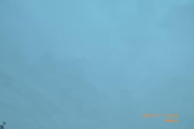 """Photos: 10:29_7.7七夕の梅雨空、梅雨寒。2週間曇り雨つづき~2人は雲の向こう。1年に1度だけ一途な恋、再会できたか?逢いたいどこ誰いつ天の川の向こうへ(クリエイティブ""""ファンタジー""""モード:TZ85)"""