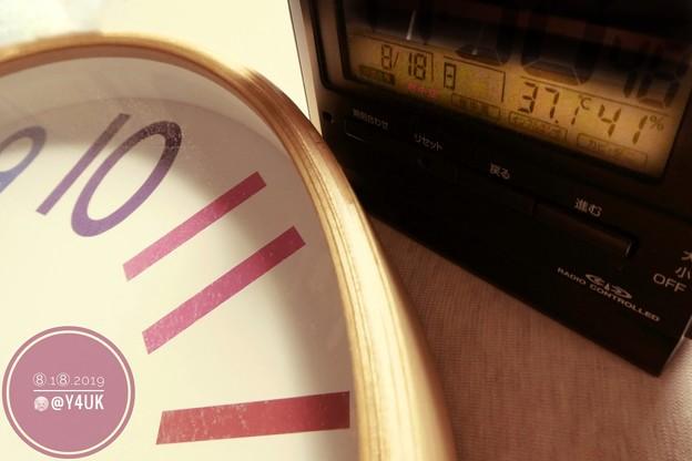 """37.1℃41%amから殺人猛暑(~_~;)時計も止まってた暑さで(?)カラフル5年愛用の電波時計が狂う猛暑をノスタルジーにオールドデイモードで再現(クリエイティブモード""""Old day"""":TZ85)"""
