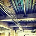 """Photos: 13:37The underground ceiling""""到着""""~地下の天井~ケーブル・コンクリート柱・鉄骨・無機質からの高揚感さぁ光の向こうへ!会場はすでに始まっている次々来場して来る25分前Go♪"""