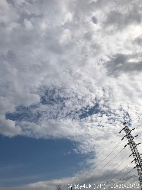 Photos: 9.30旅先その1.消費税8%最終日。買い物先の秋空夏空が混在した大空、雲が壮大で好き鉄塔sky cloud SteelTower on iPhoneの写り絵作りが好きで愛用安カメラ超え発色解像度元気