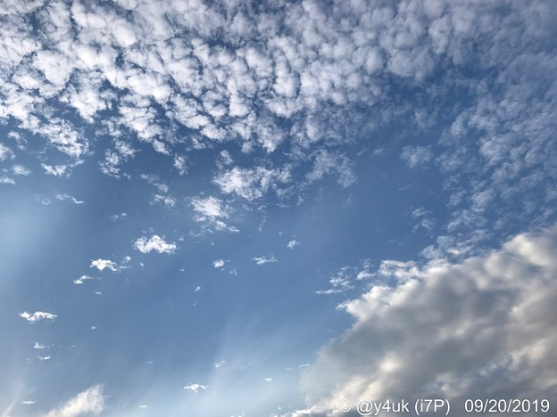 """Photos: 9.20旅先その6.""""iPhone11 Pro""""発売日。色々旅の途中""""秋空と夏空、2人の共演""""空がせめぎ合い移りゆく季節#ShotoniPhone写り好みだから新型欲しいよ桑野さぁん!優しさに笑いたい"""