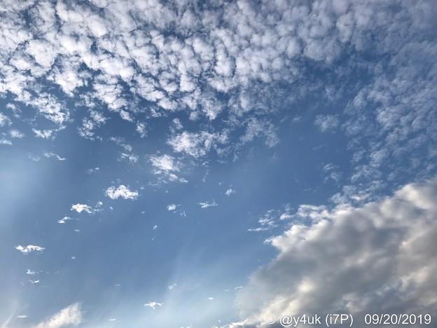 """9.20旅先その6.""""iPhone11 Pro""""発売日。色々旅の途中""""秋空と夏空、2人の共演""""空がせめぎ合い移りゆく季節#ShotoniPhone写り好みだから新型欲しいよ桑野さぁん!優しさに笑いたい"""