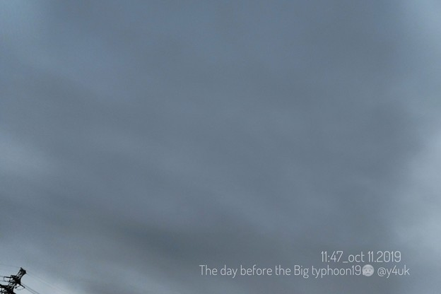 """11:47_10.11The day before the Big typhoon19~台風前日、泳ぐ曇り空鉄塔も「""""危険な台風""""気象庁会見から見えたものは…」(インプレッシブアートモード:TZ85)"""