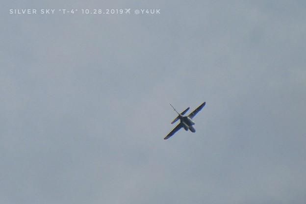 """Photos: 10.28silver sky impulse""""T-4""""~灰色のブルーインパルス、曇り空の中を飛ばしてた!予行練習が今週連日色々飛行機飛びまくってます。生きる勇気感動支え音も(1500mm:TZ85)"""